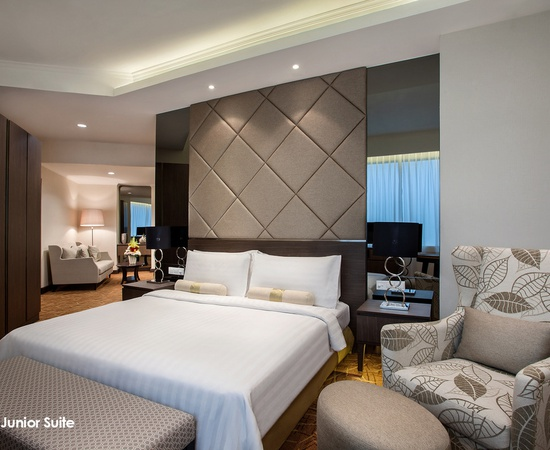 Club Junior Suite Menara Peninsula Hotel