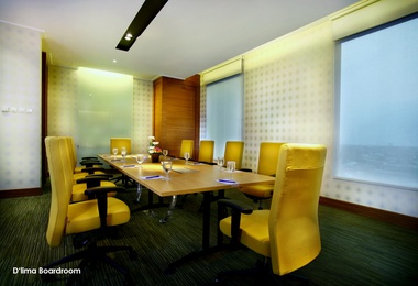 BUSINESS CENTER Menara Peninsula Hotel Jakarta